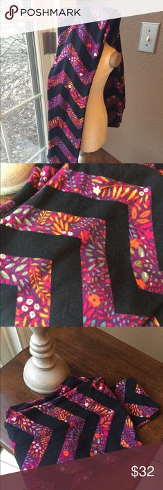 Like new LulaRoe OS leggings Gorgeous colors, chain pattern - reds ...
