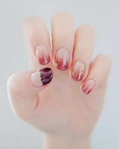 The advantage of the gel is that it allows you to enjoy your French manicure for a long time. There are four different ways to make a French manicure on gel nails. Korean Nail Art, Korean Nails, Asian Nail Art, Love Nails, Fun Nails, Fingernails Painted, Gel Nail Colors, Super Nails, Manicure And Pedicure