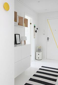 Via Nordic Leaves Black and White Striped Rug Norm Milk Lamp Muuto The Dots Yellow and Black Kartell Componibili Decoration Hall, Decoration Entree, Hallway Inspiration, Interior Inspiration, Hallway Ideas, Color Inspiration, Entryway Ideas, White Hallway, House Entrance