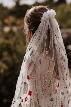 Nontraditional Wedding Veils for the Fashion-Forward Bride - Bohemian brides, this colorful, embroidered veil by Elodie Courtat is for you. Filled with climbing - Wedding Veils With Hair Down, Bride Hair With Veil, Wedding Bells, Boho Wedding, Wedding Rings, Wedding Girl, Simple Wedding Veil, Woodland Wedding Dress, Rustic Wedding