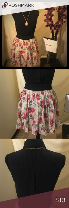 Girl Meets Floral Skirt + Sleeveless Button Up Entire out fit in Excellent Condition! Also you get both top and skirt for one low price. I love how this outfit is so versatile go girly or add some boots and go for a bad girl vibe. This is a perfect day to night outfit. Goes with a variety of accessories. So fashionable it makes me cry. shirt is a loose fit medium fit me even though I'm a large. Forever 21 Skirts Mini