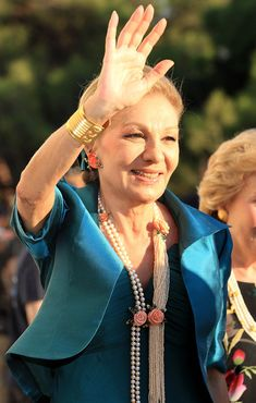 ❤❤❤❤ Copyrights unknown. Her Imperial Majesty Farah Pahlavi, empress of Iran.
