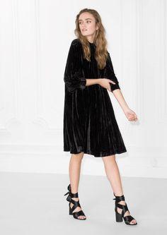 & Other Stories image 2 of Wrinkly Velvet Dress in Black