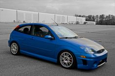 Blue Ford Focus mk1 low, big rims, USA Version