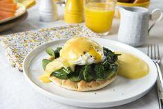 Posjerte eggs Benedict Egg Benedict, som består av posjerte egg, spinat og hollandaisesaus oppå en engelsk muffin, er en klassiker. Her har ... Muffins, Food Porn, Egg Benedict, Eggs, Breakfast, Spinach, Morning Coffee, Egg, Muffin