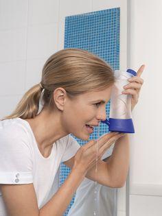Anwendung der Emser Nasendusche Nasanita - Bild: Emser®