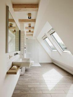 Badgestaltung Kleines Bad Fenster Holz Bodenbelag
