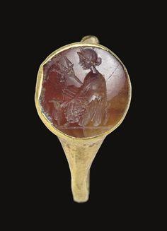 A ROMAN GOLD AND CARNELIAN FINGER RING CIRCA 1ST CENTURY B.C.