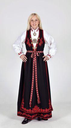 Kvinnebunad fra Vest-Telemark Norwegian Vikings, Finger Weaving, Norway, Costumes, Skirts, Jewelry, Dresses, Style, Fashion