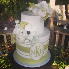 White and gold wedding cake with beautiful sugar flowers