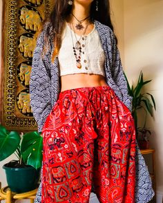Boho style and indie fashion, bohemian women pants Look Hippie Chic, Looks Hippie, Look Boho, Hippie Style, Hippie Outfits, Grunge Outfits, Vintage Outfits, Retro Outfits, Casual Outfits