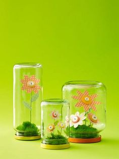 4 Fun Ways to Use Buttons - - Create colorful DIY decor with these cute-as-a-button ideas. Jar Crafts, Cute Crafts, Easter Crafts, Diy And Crafts, Button Art, Button Crafts, Flowers In Jars, Paper Flowers, Craft Flowers