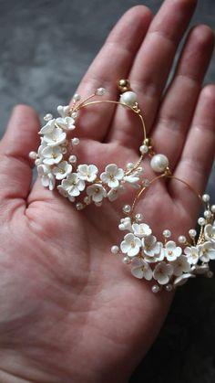 Antique Jewellery Designs, Fancy Jewellery, Fancy Earrings, Jewelry Design Earrings, Gold Earrings Designs, Ear Jewelry, Stylish Jewelry, Wedding Earrings, Cute Jewelry