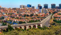 O Aqueduto das Águas Livres é um complexo sistema de captação, adução e distribuição de água à cidade de Lisboa, em Portugal, e que tem como obra mais emblemática a grandiosa arcaria em cantaria que s