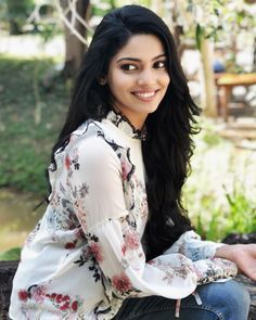 Pooja Sawant, Indian Actress Gallery, Beautiful Girl Indian, Lovely Dresses, Indian Actresses, Floral Tops, Sari, Ruffle Blouse, Bodybuilding