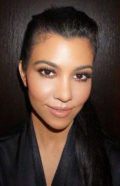 I love her natural look of makeup! She's stunning.