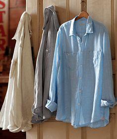 linen shirts. Casual Shirts For Men, Men Casual, Denim Button Up, Button Up Shirts, Gentleman, Casual Outfits, Linen Shirts, Mens Fashion, Boho