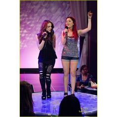 Elizabeth Gillies and Ariana Grande in Victorious. Elizabeth Gillies and Ariana Grande in Victorious Icarly, Cat Valentine Outfits, Estilo Aria Montgomery, Victorious Cast, Bff, Jade West, Clubbing Outfits, Ariana Grande Pictures, Dangerous Woman