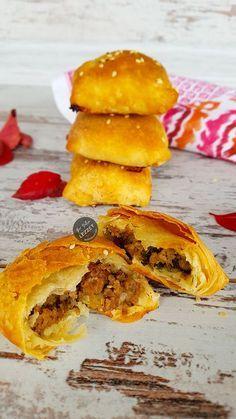 Muhacir Böreği Pastry Recipes, Meat Recipes, Cooking Recipes, Turkish Recipes, Ethnic Recipes, Good Food, Yummy Food, Savory Tart, Cookery Books