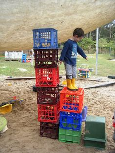 Outdoor Play: When Benefits Outweigh the Risks - - These three intrepid 3 year old master builders solved the problem of how to make a tower of milk crates tall enough to reach the sandpit shade cloth by cleverly creating a system of steps: Outdoor Learning Spaces, Outdoor Play Areas, Outdoor Education, Outdoor Spaces, Outdoor School, Outdoor Classroom, Classroom Ideas, Play Based Learning, Learning Through Play