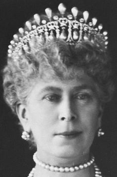Tiara Mania: Queen Mary of the United Kingdom's Lover's Knot Tiara