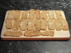 Cukroví: Zůstaly vám vaječné bílky? Upečte si ořechové chipsy! - Žena.cz - magazín pro ženy