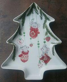 Porzellanmalen Atelier Grace Christmas China, Christmas Dishes, Christmas Art, Christmas Projects, Christmas Ornaments, Xmas, Holiday Themes, Christmas Themes, Pottery Painting