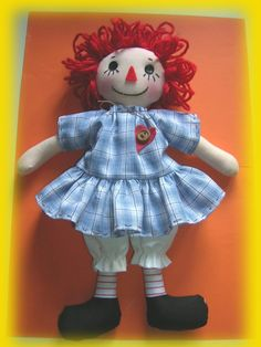 Raggedy Ann! The tutorial is in French, but the photos are clear enough that it's easy to see what to do.