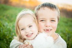 Fall family photography session, sibling photo ideas, brother and sister photography inspiration.