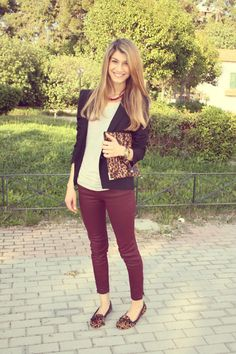 want burgundy pants for fall... and love this whole look