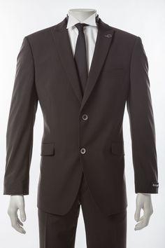 Hochzeitsanzug, dreiteilig      Dunkelbrauner Slim-Line-Anzug von Masterhand mit passender Weste     100% Schurwolle, feiner Musterstreifen     Schönes Zweiknopf-Sakko mit Pattentaschen und steigendem Revers     Weste mit verstellbarem Riegel im Rücken für die Weitenregulierung