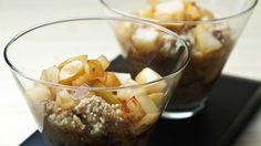 Une recette de quinoa crémeux aux poires caramélisées présentée sur Zeste et Zeste.tv.
