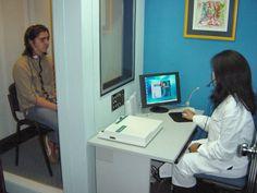 Paciente durante la realización de una Audiometría Desk, Audio, Furniture, Blog, Home Decor, Labradors, Speech Language Therapy, Desktop, Decoration Home