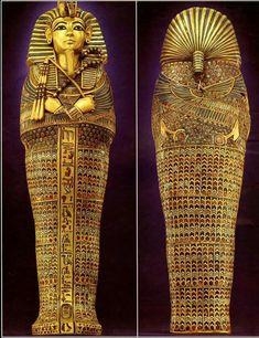 Bom dia, amantes do Egito !  SARCÓFAGO DO FARAÓ TUTANKHAMON.  O Soberano, Tutankhamon possuía três sarcófagos onde sua múmia foi depositada. Arte sem precedentes !