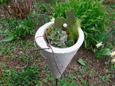 Frühlingsdeko aus Beton für den Garten