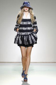 Nicole Farhi at London Fashion Week Spring 2008 - Runway Photos