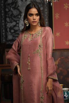Pakistani Formal Dresses, Pakistani Bridal Wear, Pakistani Dress Design, Pakistani Kurta, Fancy Sarees Party Wear, Kurti Designs Party Wear, Party Wear Dresses, Fancy Dress Design, Stylish Dress Designs