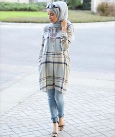 Enjoy such Hijab fashion with kurta and jeans to become comfortable and stylish. Different style kur Muslim Women Fashion, Islamic Fashion, Curvy Women Fashion, Modest Fashion, Skirt Fashion, Hijab Fashion, Fashion Outfits, Casual Hijab Outfit, Stylish Hijab