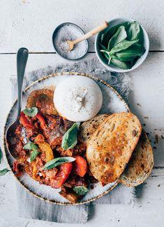 Vegetarisch stoofpotje met burrata A Food, Good Food, Yummy Food, Tasty, Lunch Recipes, Pasta Recipes, Vegetarian Recipes, Flower Food, Mindful Eating