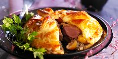 Feuilletés de pigeon aux mirabelles et au foie gras