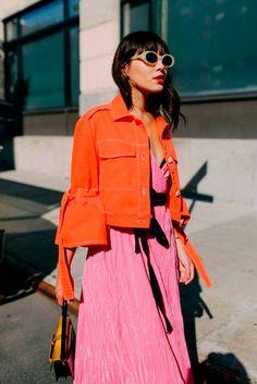 Bright orange jacket with pink dress. Bright orange jacket with pink dress. Fast Fashion, Fashion Week, Look Fashion, Fashion Outfits, Womens Fashion, Fashion Tips, Fashion Trends, Fashion Mode, Fashion Online
