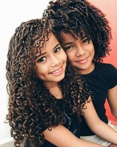 Siblings, beautiful hair and curl defintion. Click the link to see more Curly Inspiration: www.uk share with your friends Afro, Beautiful Children, Beautiful Babies, Curly Hair Styles, Natural Hair Styles, Natural Beauty, Kinky Curly Wigs, Curly Ponytail, Curly Braids