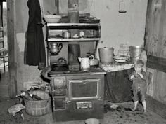 "June ""Child of Earl Taylor in kitchen of their home near Black River Falls, Wisconsin."" Photo by Russell Lee, Resettlement Administration.Shorpy Historical Photo Archive Source by debbieml Antique Photos, Vintage Photographs, Vintage Photos, Vintage Prints, Old Pictures, Old Photos, Time Pictures, Shorpy Historical Photos, Historical Pictures"