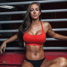JANNA BRESLIN is a American Fitness Model, Nutritional Therapist, and personal trainer with a perfect, strong, powerful body. Fitness Inspiration, Yoga Fitness, Vive Le Sport, Model Training, Fit Women, Sexy Women, Fitness Models, Female Fitness, Tumbrl Girls