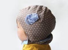 Kindermütze Pünktchen beige und hellblauMütze von PicknickerBlue
