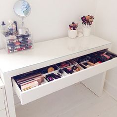 Ideas For Makeup Storage Vanity Beauty Room Dreams Vanity Room, Vanity Desk, Vanity Drawers, Diy Vanity, Vanity Tables, Vanity Mirrors, Cute Makeup Vanity, White Vanity Table, Make Up Desk Vanity
