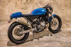 STROKER GENIUS: KTM Two-Stroke Café Racer by Salt Motorcycles. - Pipeburn Ktm Cafe Racer, Ktm 300, Motorcycle Companies, Halcyon Days, Road Bikes, Custom Motorcycles, Racing, Vehicles, Running
