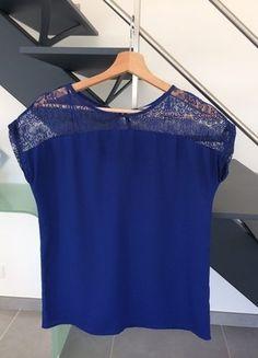 À vendre sur #vintedfrance ! http://www.vinted.fr/mode-femmes/hauts-and-t-shirts-t-shirts/28222404-top-bleu-nuit-t-36
