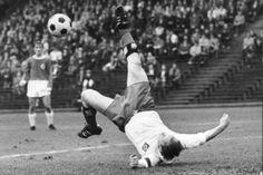 Auf diese Weise erzielte Seeler für den HSV und die Nationalmannschaft unzählige Tore ... nur der HSV !!