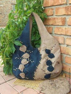 36 ideas para reciclar jeans o ropa vaquera - Pin Tutorial and Ideas Denim Purse, Tote Purse, Fringe Purse, Tote Bags, Patchwork Bags, Quilted Bag, Bag Quilt, Jean Purses, Denim Crafts